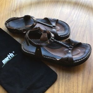 GUC Earth leather sandal w/ braided detail